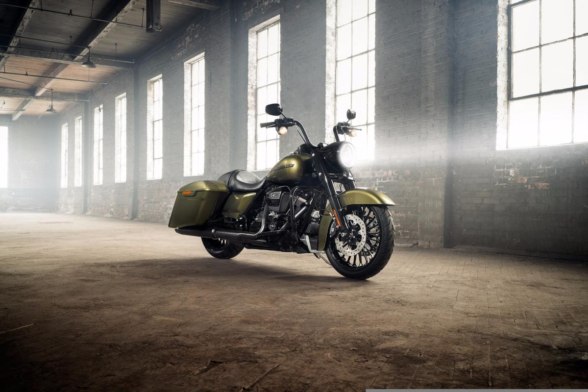 The 2017 Harley-Davidson Road King Special fuses 1950's looks with a modern powertrain