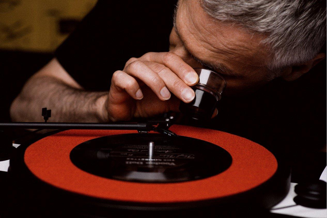 """There's video in them grooves: Supersense saysthat the VinylVideo """"is stored as an all analog stereo signal"""" on the record"""