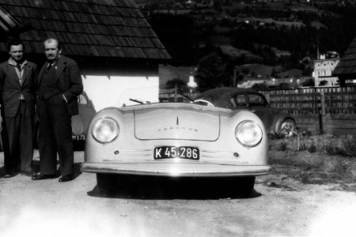 Ferry Porsche (centre), his father Ferdinand Porsche (right) and Erwin Komenda (left), 1948, in front of the 356 No. 1 in GmündPhoto: Porsche