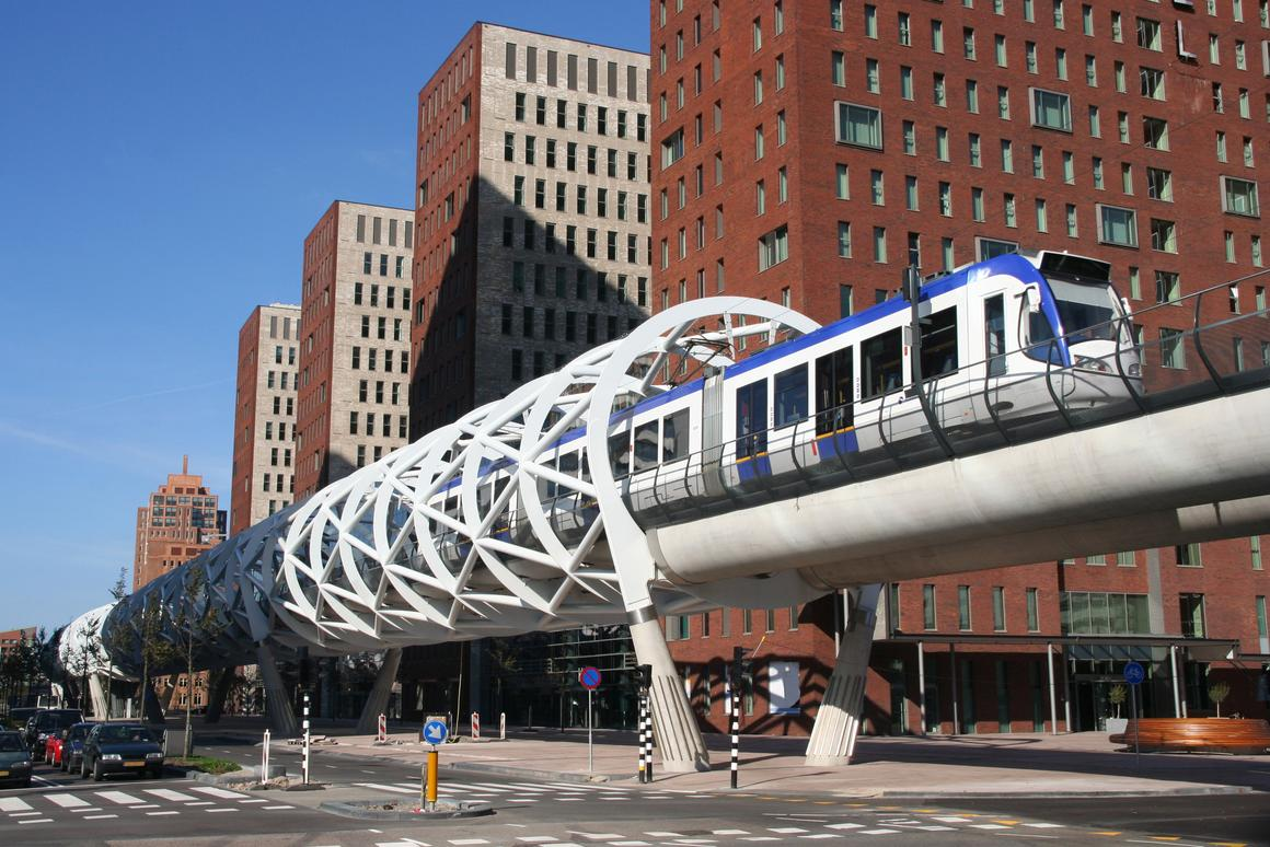 An elevated electric train in Holland (Photo: Shutterstock)