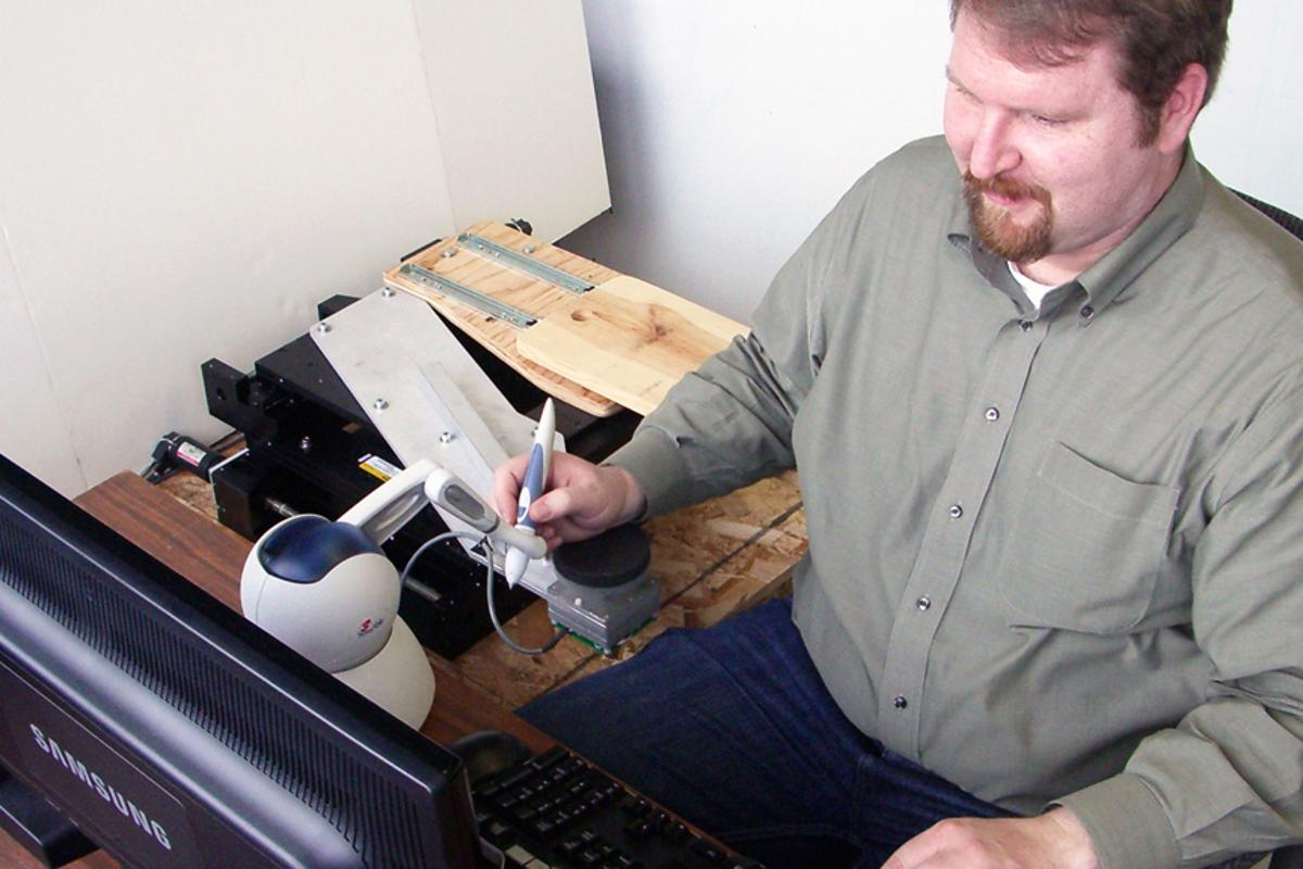 University of Utah mechanical engineer Will Provancher uses his right hand to demonstrate the Active Handrest (Image: The University of Utah)
