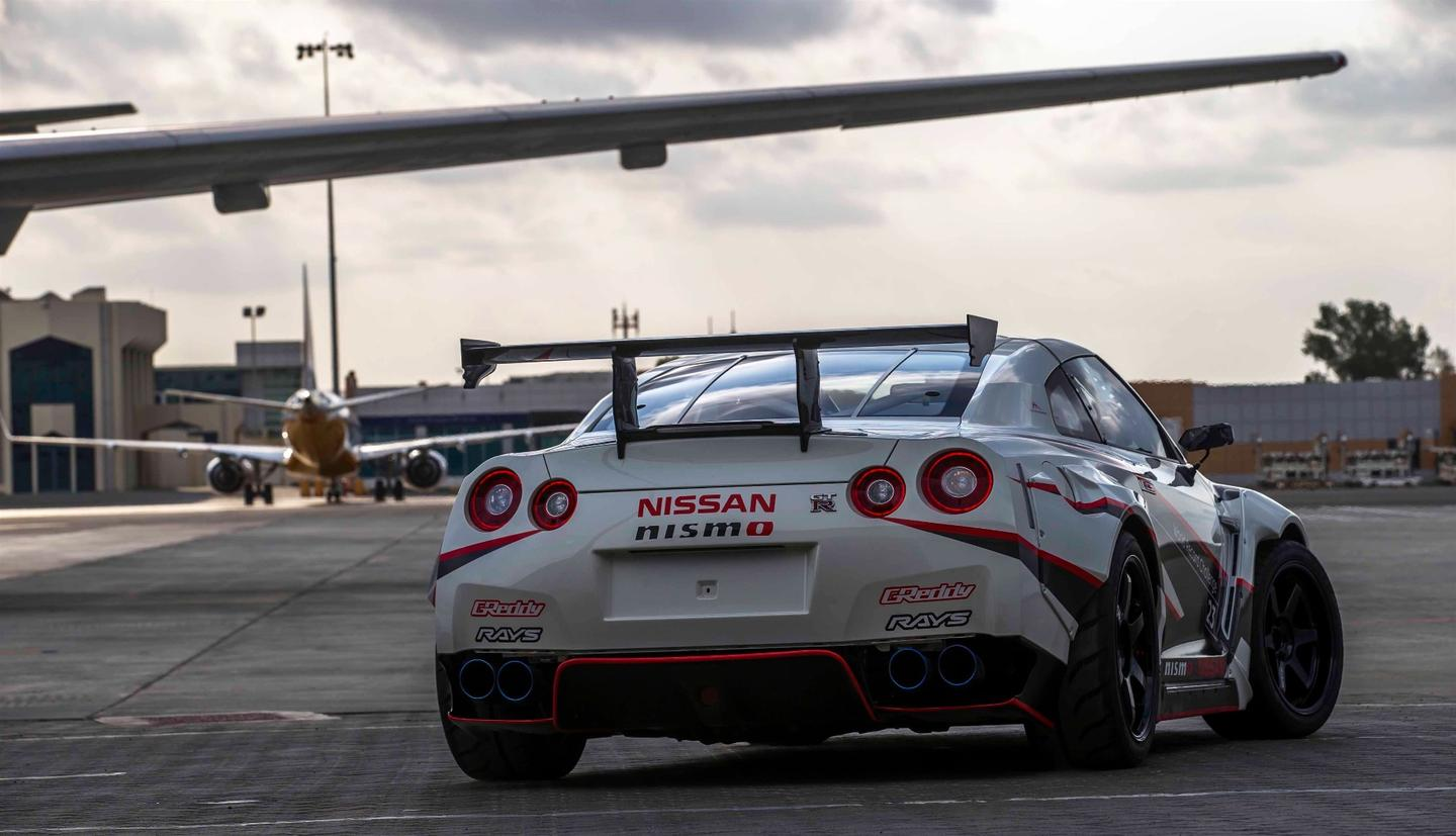 The Nissan GT-R used had over 1300 hp
