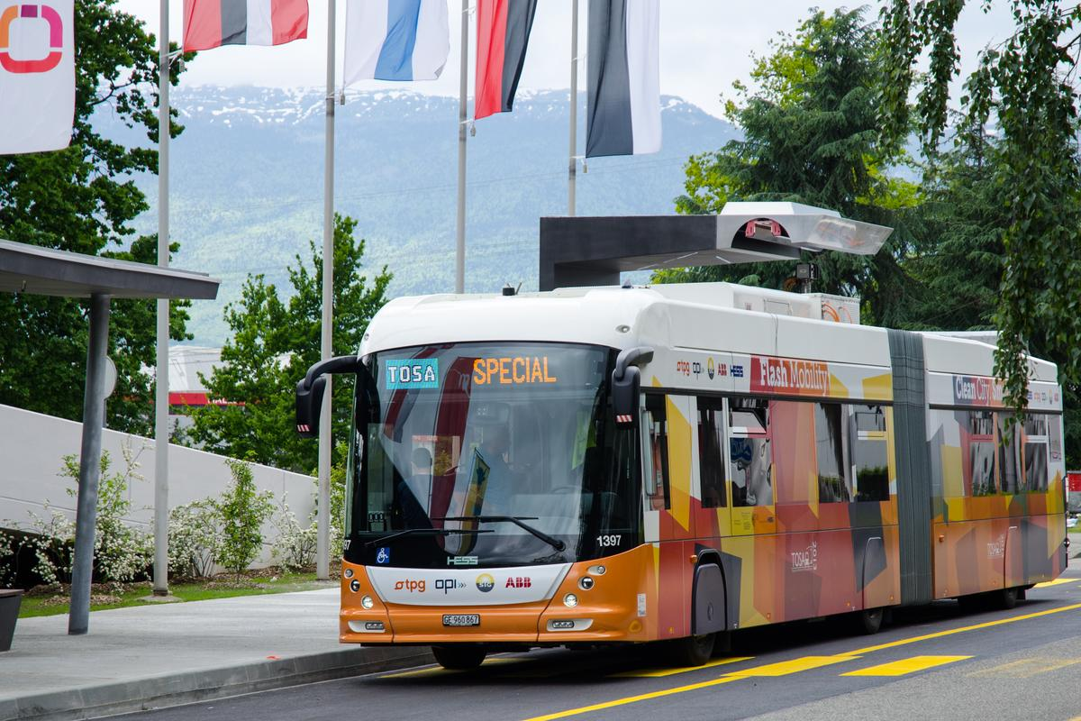 A new flash-charging system for electric buses delivers 15-second-long battery boosts at selected stops