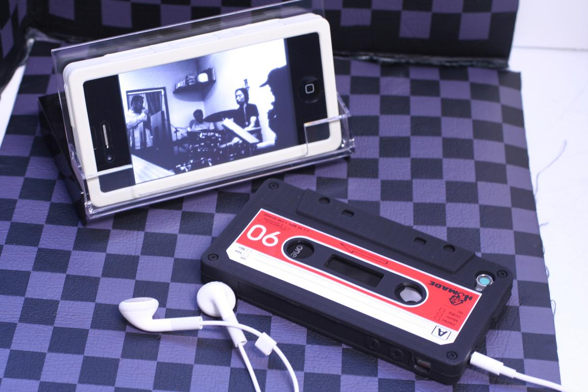 The ridiculously retro iTapedeck for iPhone
