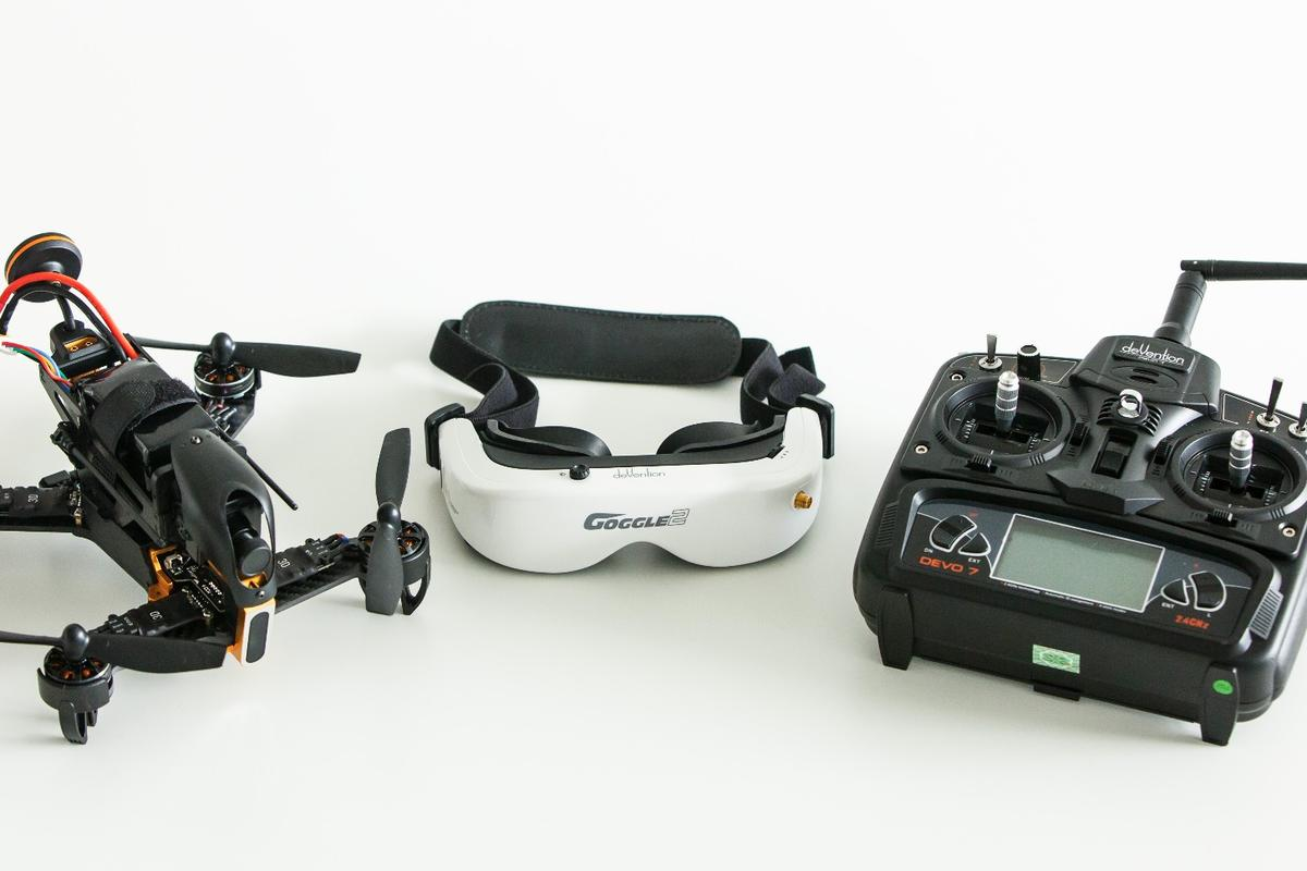Walkera F210 3D, Goggle2 FPV goggles and a DEVO7 controller - everything you need to get up and running right out of the box
