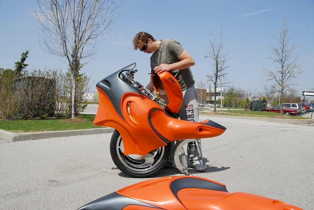 The Uno transforms from a unicycle to a motorcycle