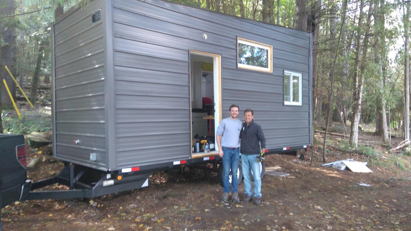 Canadian engineering graduate Tyler Bennett has recently completed his very own tiny house on wheels with an impressive budget of just US$15,000
