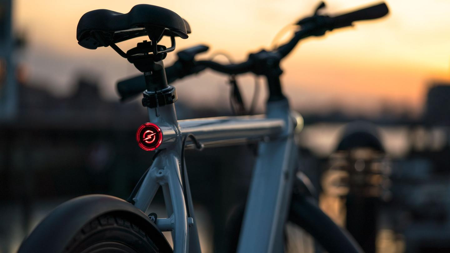 The Strøm City features integrated front and rear lighting