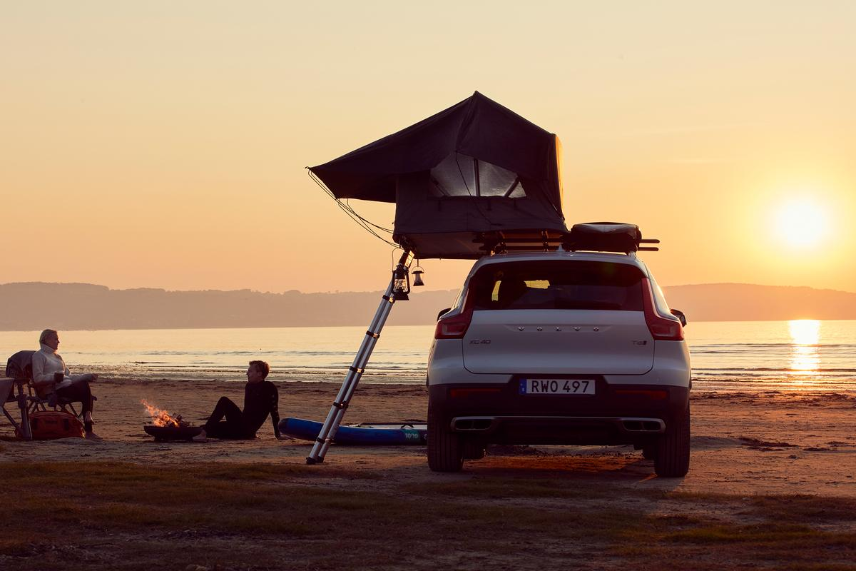 Thule Tepui Foothill on one side, surfboards or cargo on the other