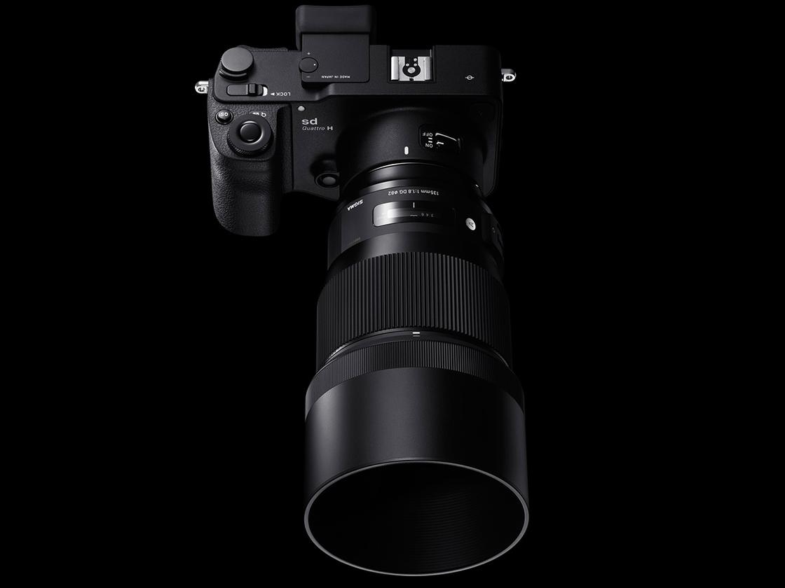 The Sigma135-mm F1.8 DGHSM Art lens promises tomeet the requirements of ultra-high-megapixel DSLRs