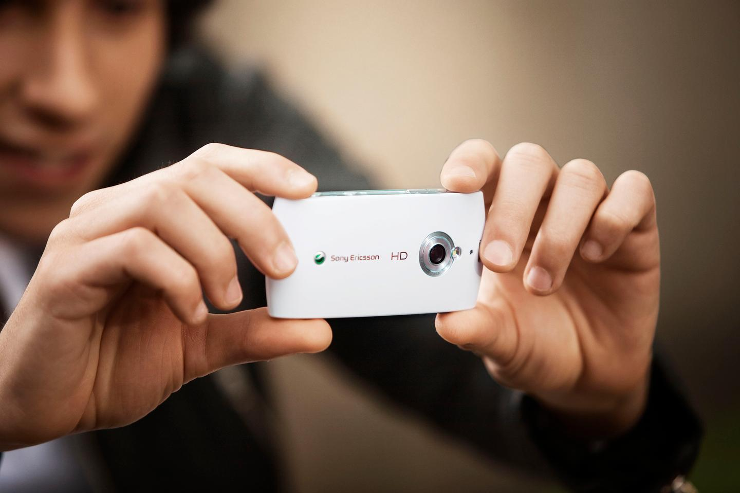 The Vivaz lets users capture and upload HD video