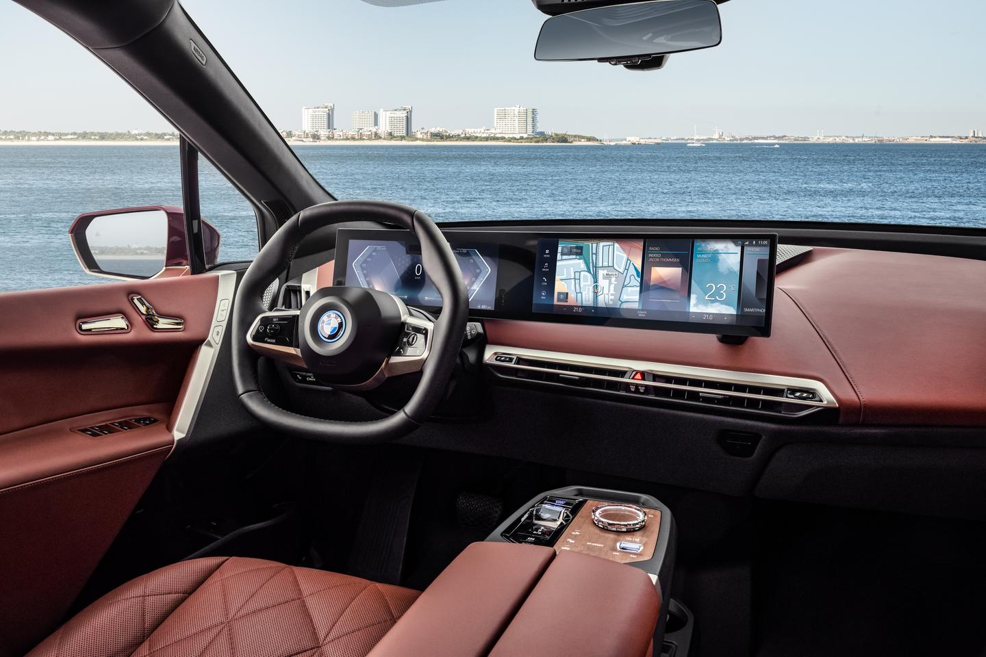 Instead of two separate screens, as on the iNext concept, BMW combines the instrument panel and infotainment display into a single curved display