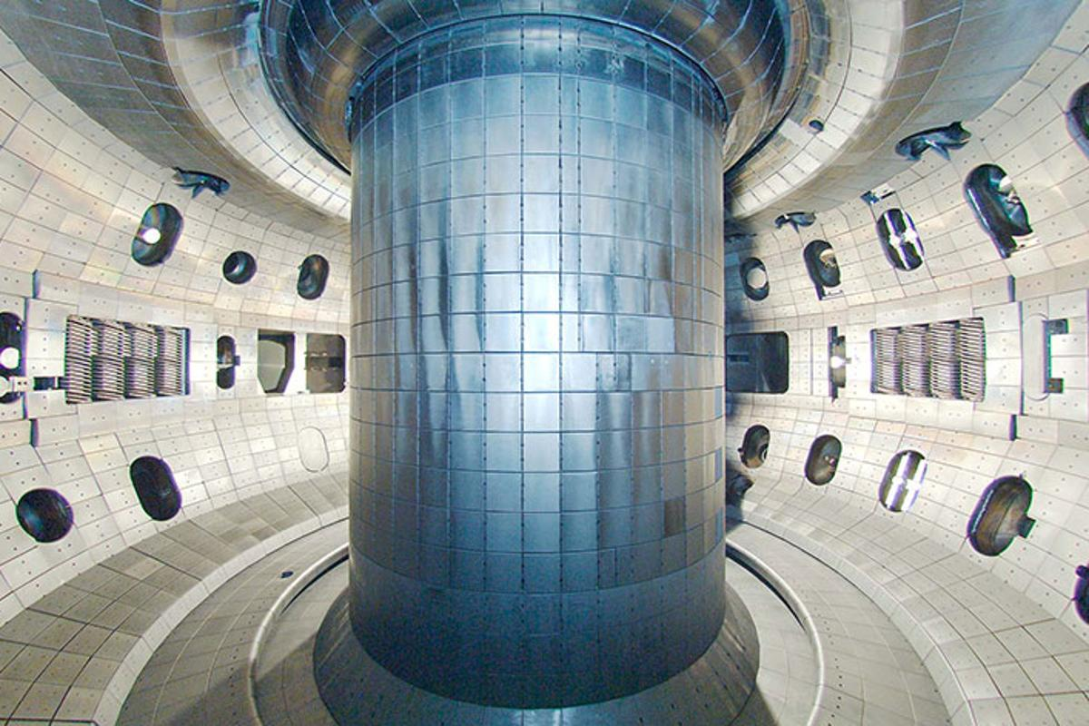 The researchers conducted the experiments in the DIII-D tokamak in San Diego