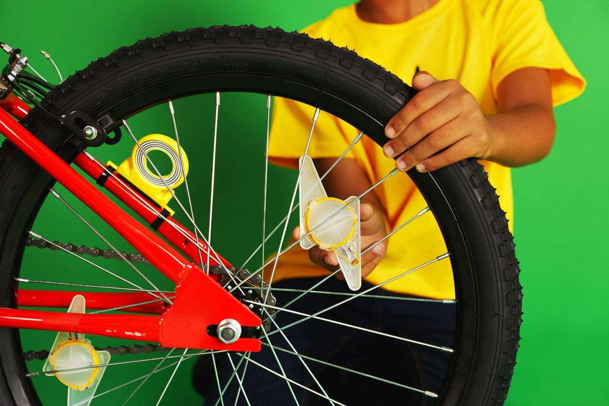 Young electrical engineers can learn about electromagnetic wireless power by building Light Racer bike lights
