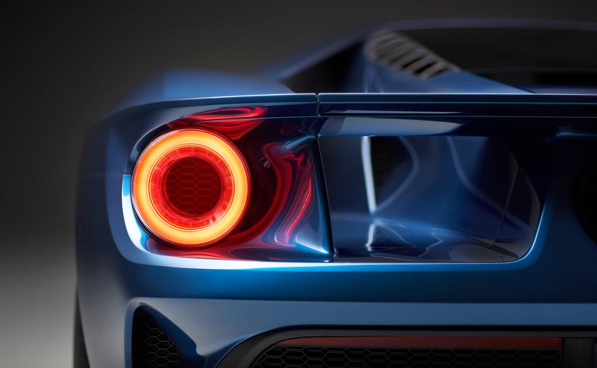 Although each surface on the GT is functionally crafted to manage airflow, it also features fully active aerodynamic components to improve braking, handling and stability.