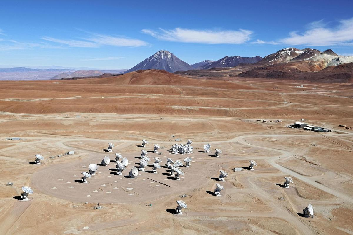 An aerial view of the Chajnantor Plateau, home to the Atacama Large Millimeter/submillimeter Array (Photo: Clem & Adri Bacri-Normier (wingsforscience.com)/ESO)