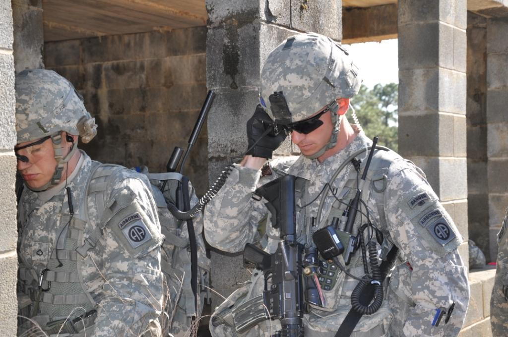 Soldiers at the recent Fort Bragg exercise, in which they trialled tactical smartphones plugged into their radios (Photo: Ashley Blumenfeld, JPEO JTRS)