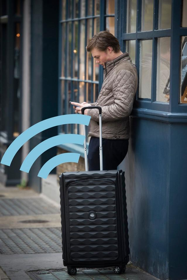 The Néit case features optional GPS tracking that allows travellers to locate it via an accompanying iOS and Android app
