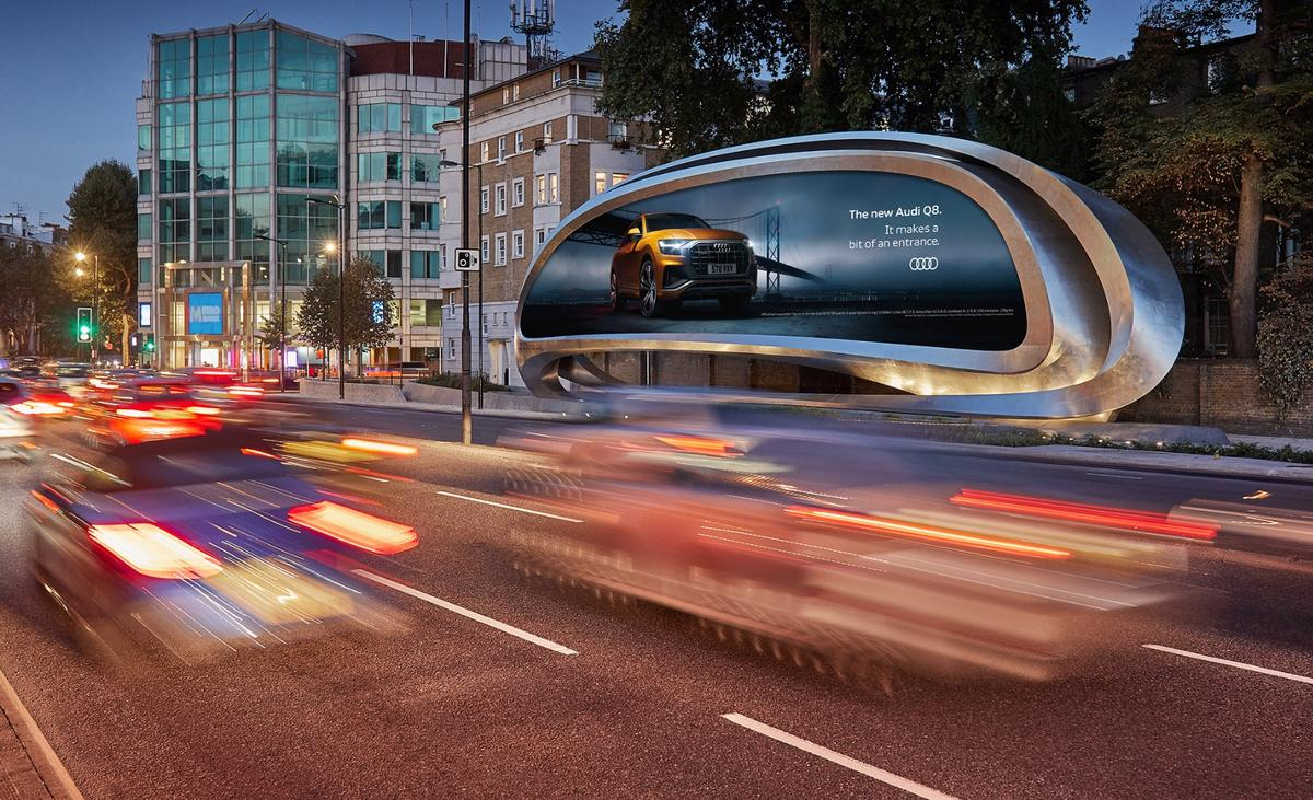 To the front, the Kensington billboard displays adverts to London drivers, while pedestrians at the rear get to enjoy Zaha Hadid's signature design language