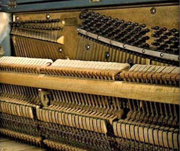 Soundboard and mechanism of the Casablanca 58-key mini-piano (Photo: Sotheby's)