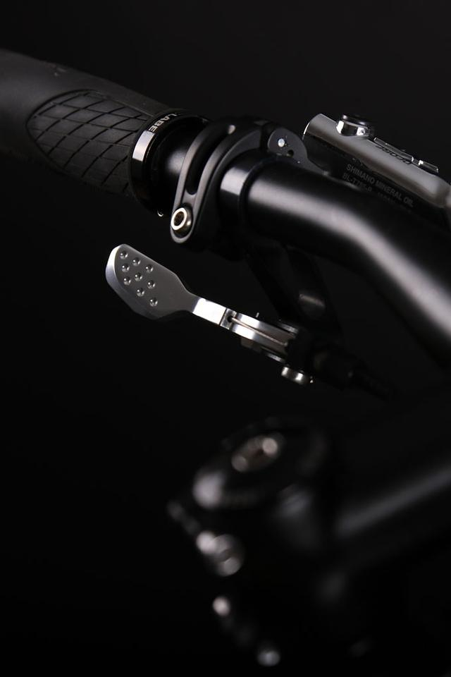One of the flat-bar Shift:R Tour shifters
