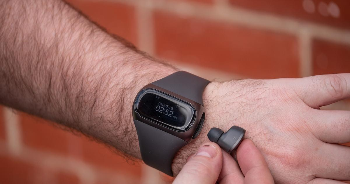 Review: Wearbuds Pro, the Bluetooth earbuds that live in your watch