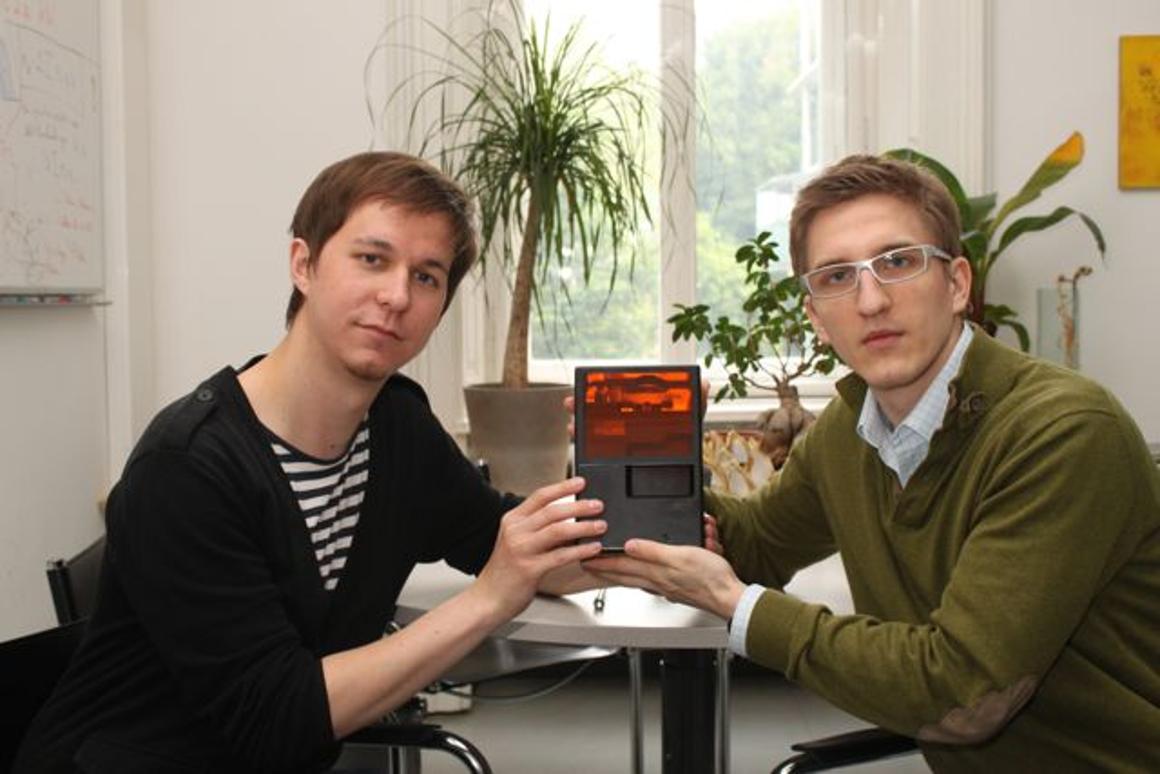 TU Vienna researchers Markus Hatzenbichler and Klaus Stadlmann with the miniature 3D printer (Photo: TU Vienna)