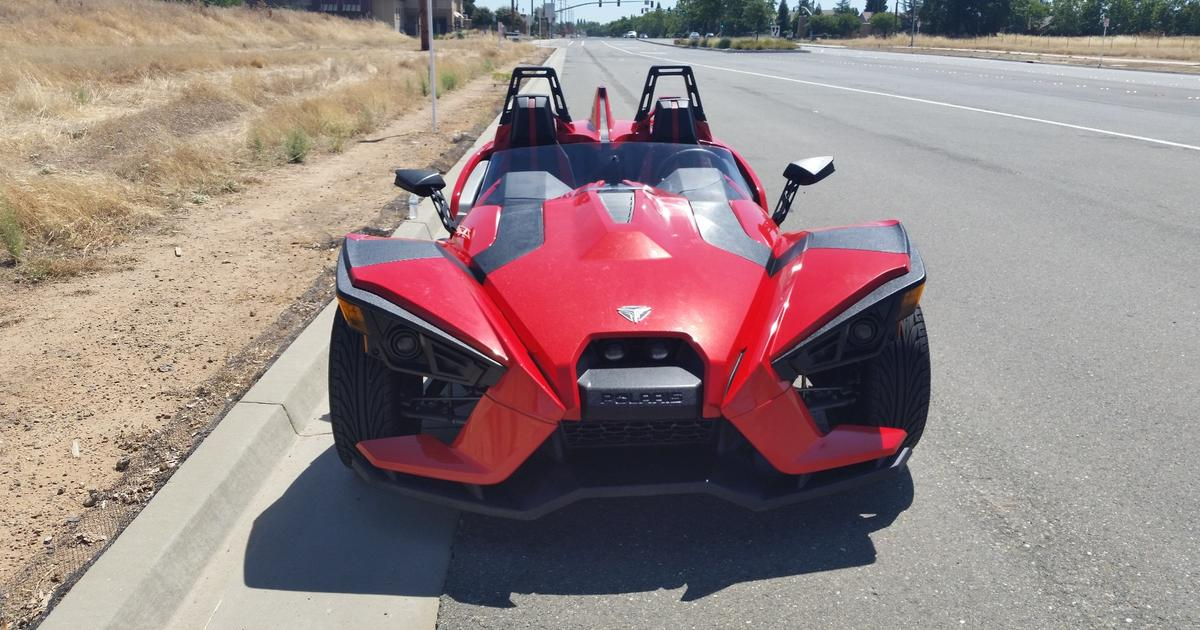 Review: Polaris Slingshot aims at the gap between car and