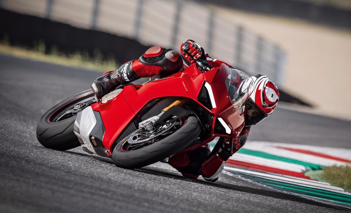2018 Ducati Panigale V4 S:all-new, 1103cc, 90-degree Desmosedici Stradale V4 engine