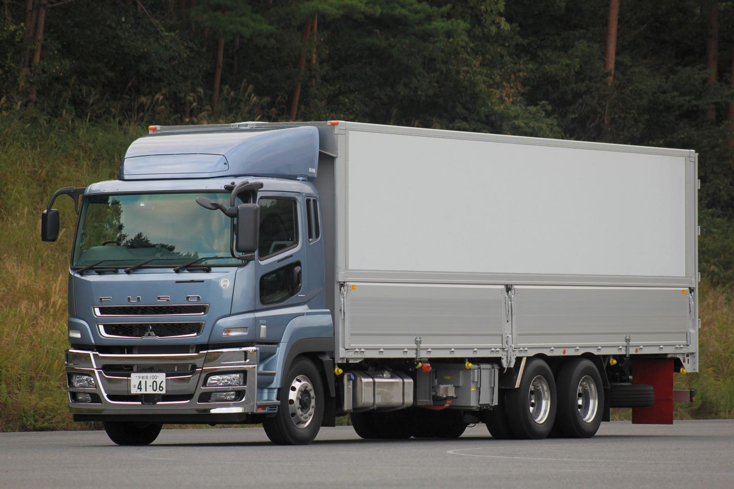The Fuso Super Great HEV heavy-duty truck concept vehicle that will be on show at the 2011 Tokyo Motor Show