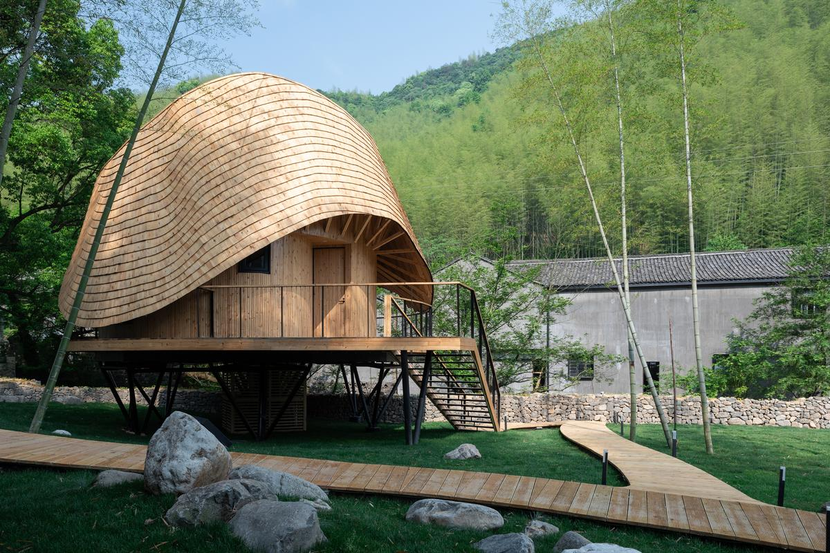 Monoarchi created the Treewow Villa O with help from local craftsmen in a rural village in Yuyao, Zhejiang Province, China