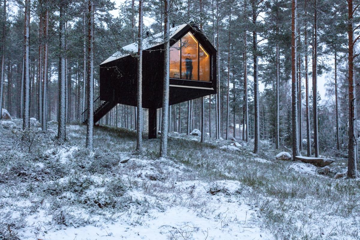 Helsinki based architectural firm Studio Puisto create 30-sq-m cabin that balances on a single central pillar