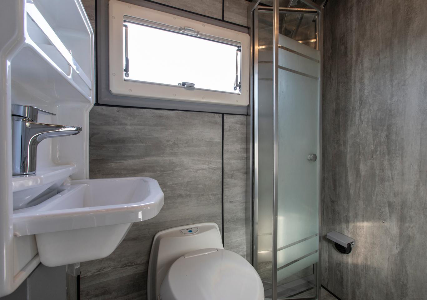 Crawler Otag 600 bathroom