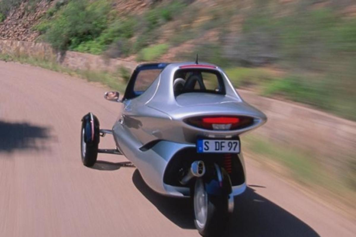 With two front wheels, the Life-Jet could outstop any motorcycle.