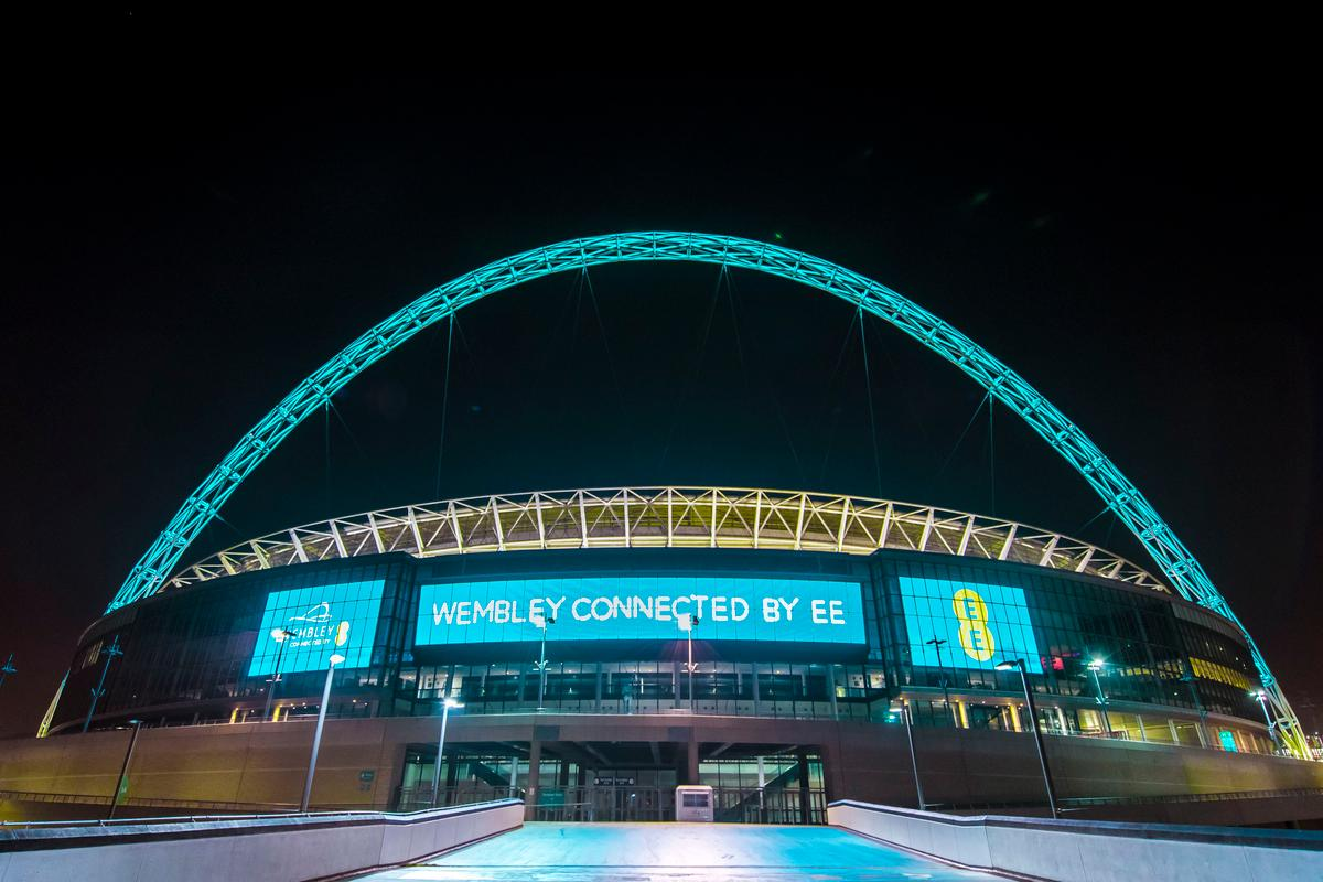 EE has installed interactive LED lighting on the Wembley Stadium arch