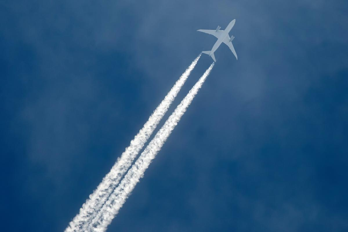 According to a new study, moving 1.7 percent of flights 2,000 feet higher or lower could reduce the warming effect of contrails by 59 percent