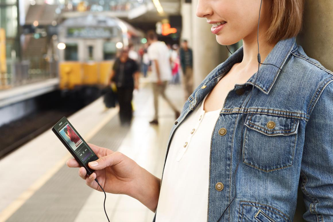 The F800 Series digital media players feature a 3.5-inch multi-touch LCD display, an S-Master MX Digital Amplifier, and include Sony's Clear Audio technologies
