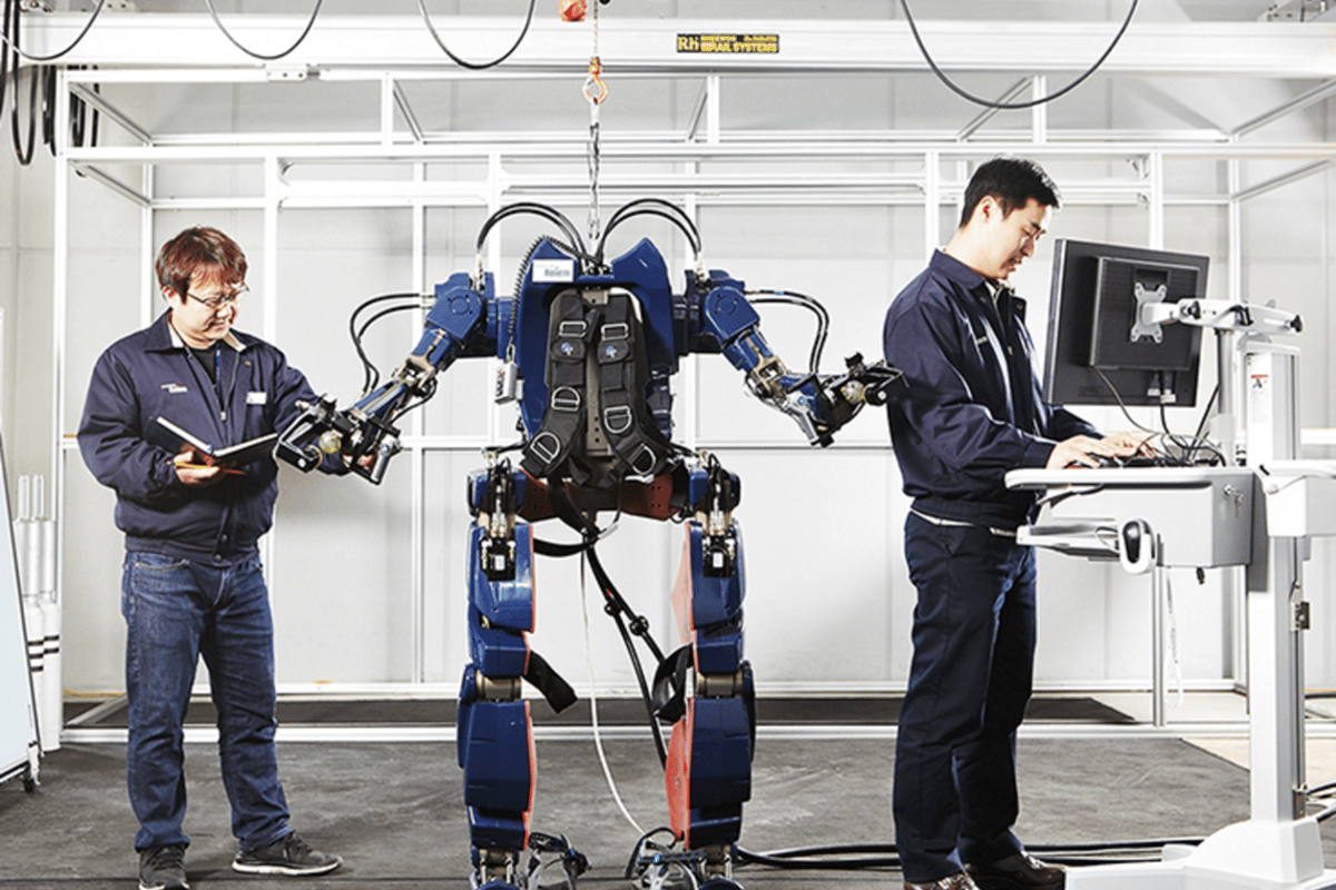 Hyundai's new exoskeleton in testing