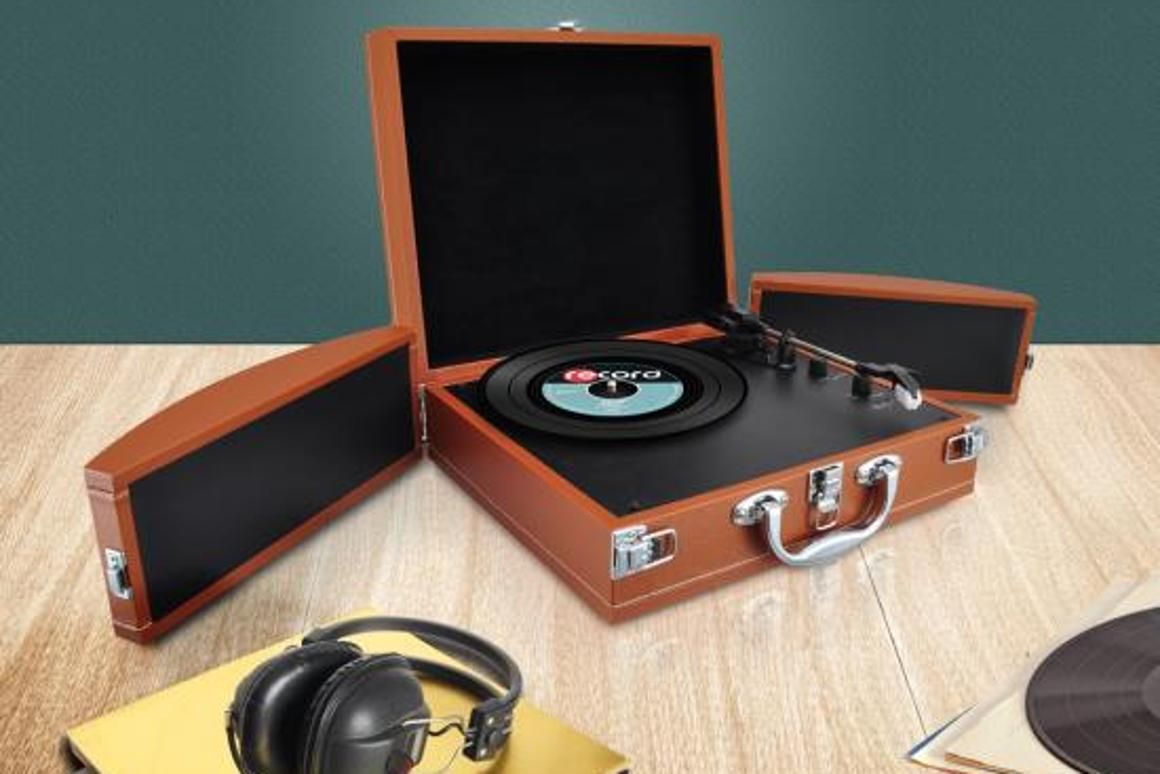 Pyle's PVTTBT8 turntable, open for business