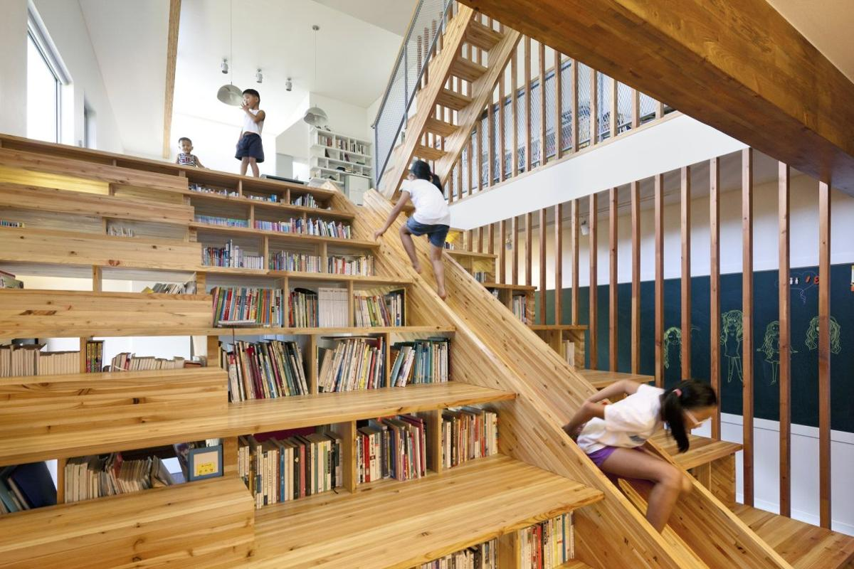 The staircase of Panorama House is large and multifunctional, going above and beyond its main function