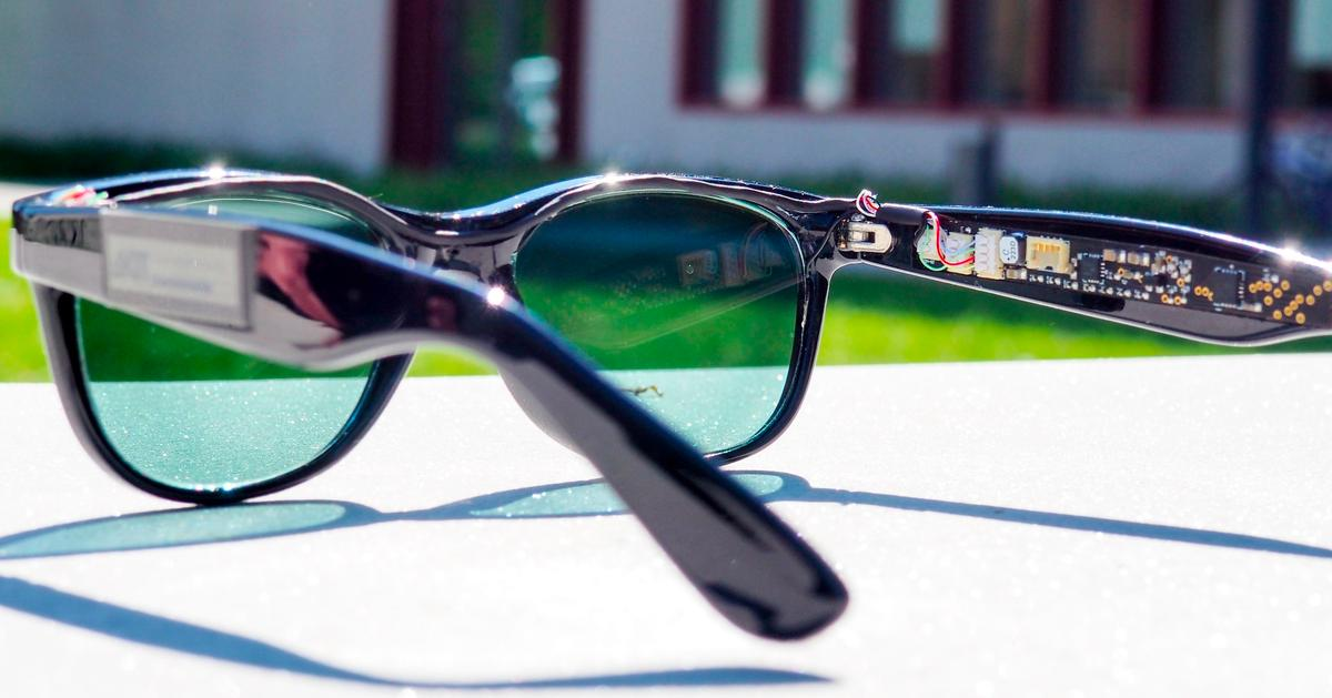 The lenses power a microprocessor, two sensors and two displays