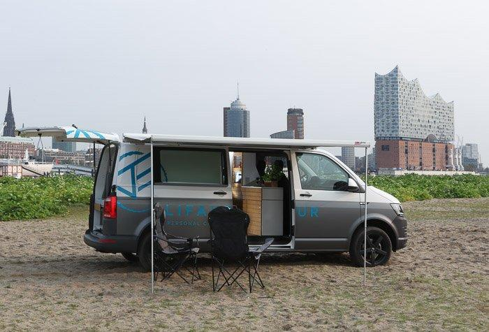 A little urban camping in the Bullifaktur VW van