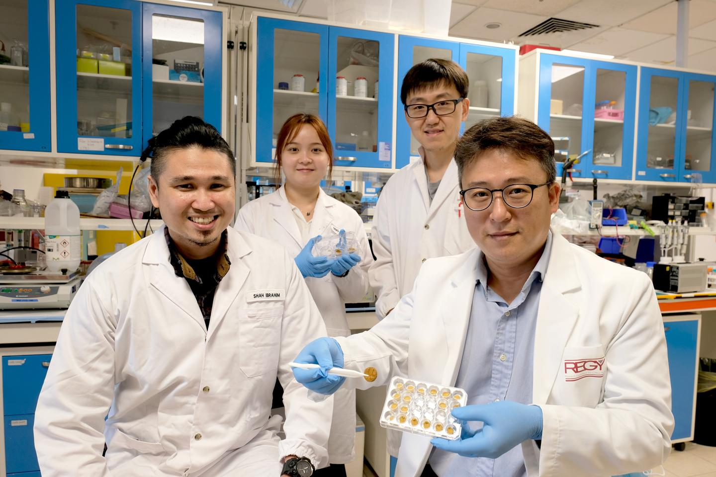 Key members of the research team, from left to right: NTU PhD student Mohammed Shahrudin Ibrahim, NTU Masters student Deng Jingyu, NTU research fellow Dr. Zhao Ze, and NTU Prof. Cho Nam-Joon