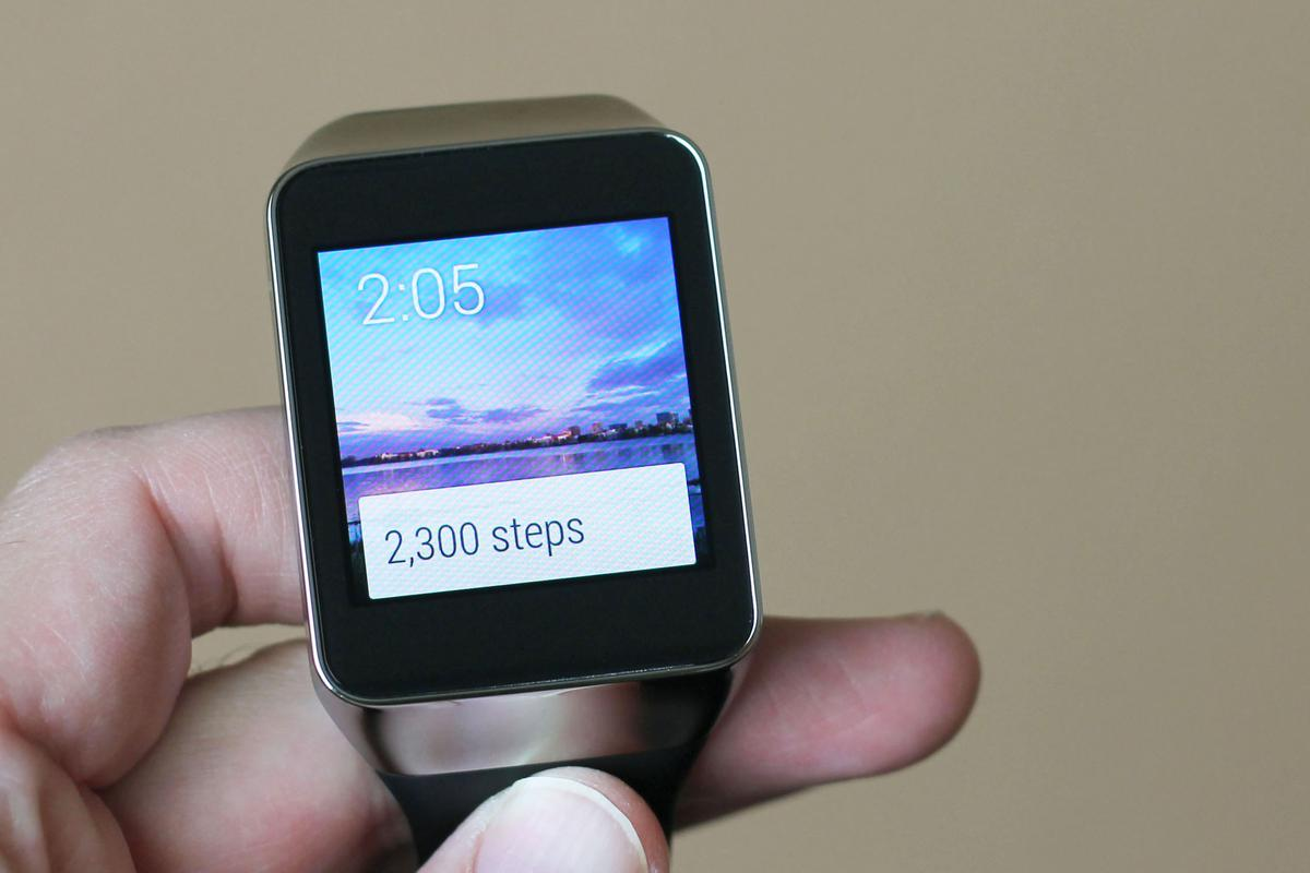 Gizmag takes a first look at the Samsung Gear Live ... along with Google's new smartwatch platform, Android Wear