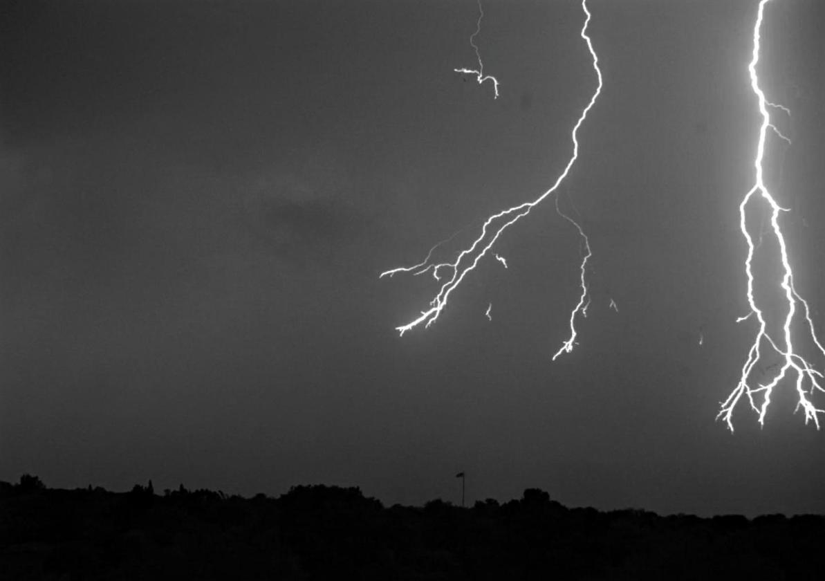 Lightning works its way towards the ground in Florida Institute of Technology's video