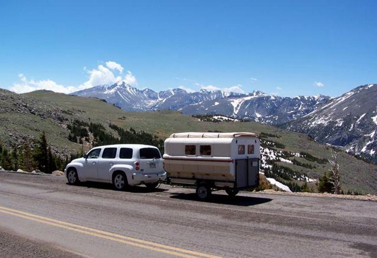 The Teal camper was designed around the Chevy HHR's 1,000-lb (455-kg) towing capacity