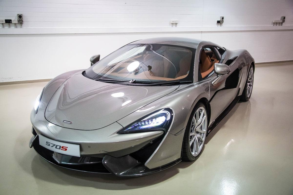 The McLaren 570S is beautifully built, covered with lots of lovely (optional) carbon fiber pieces