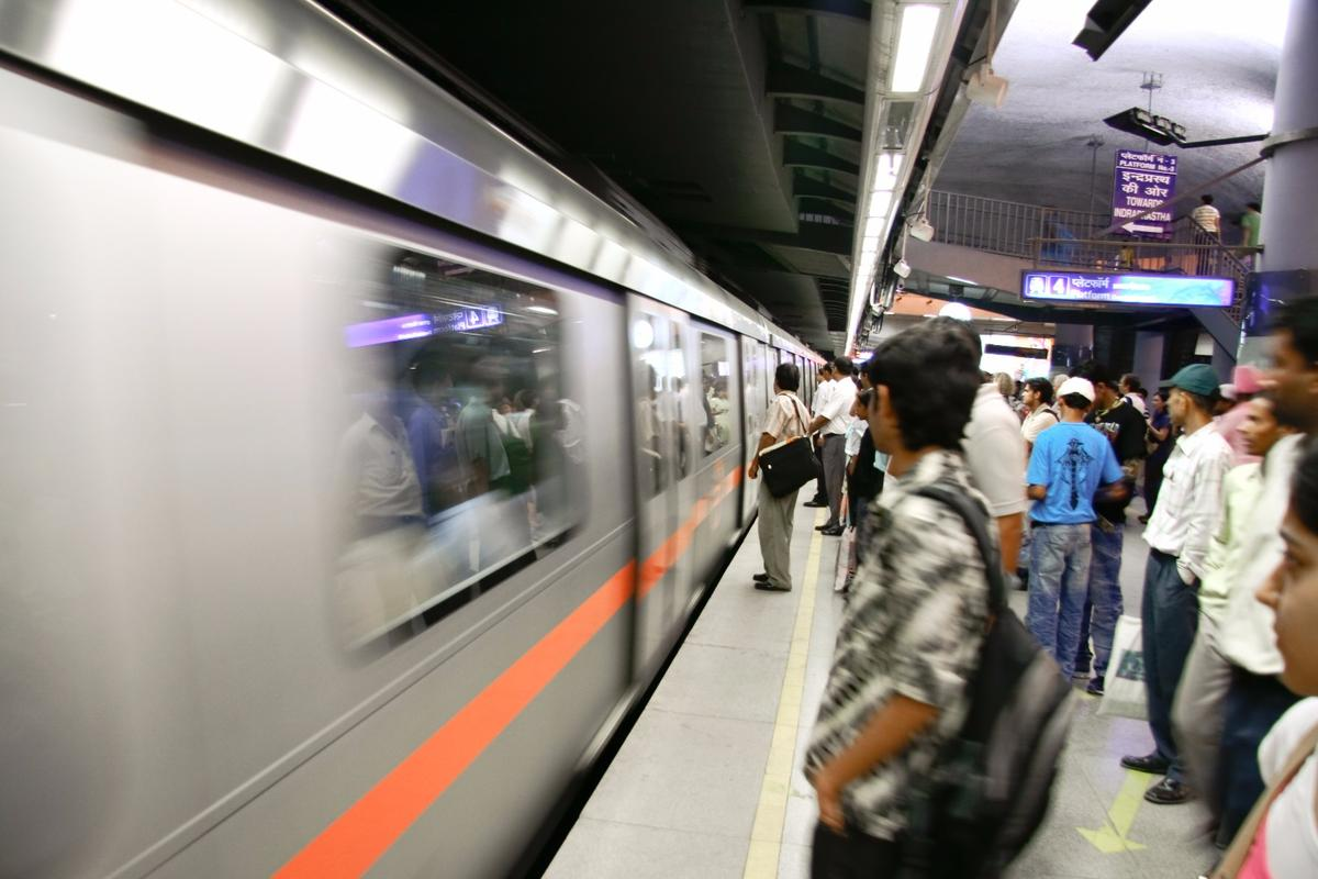 Google has announced plans to install free public Wi-Fi in hundreds of train stations around India