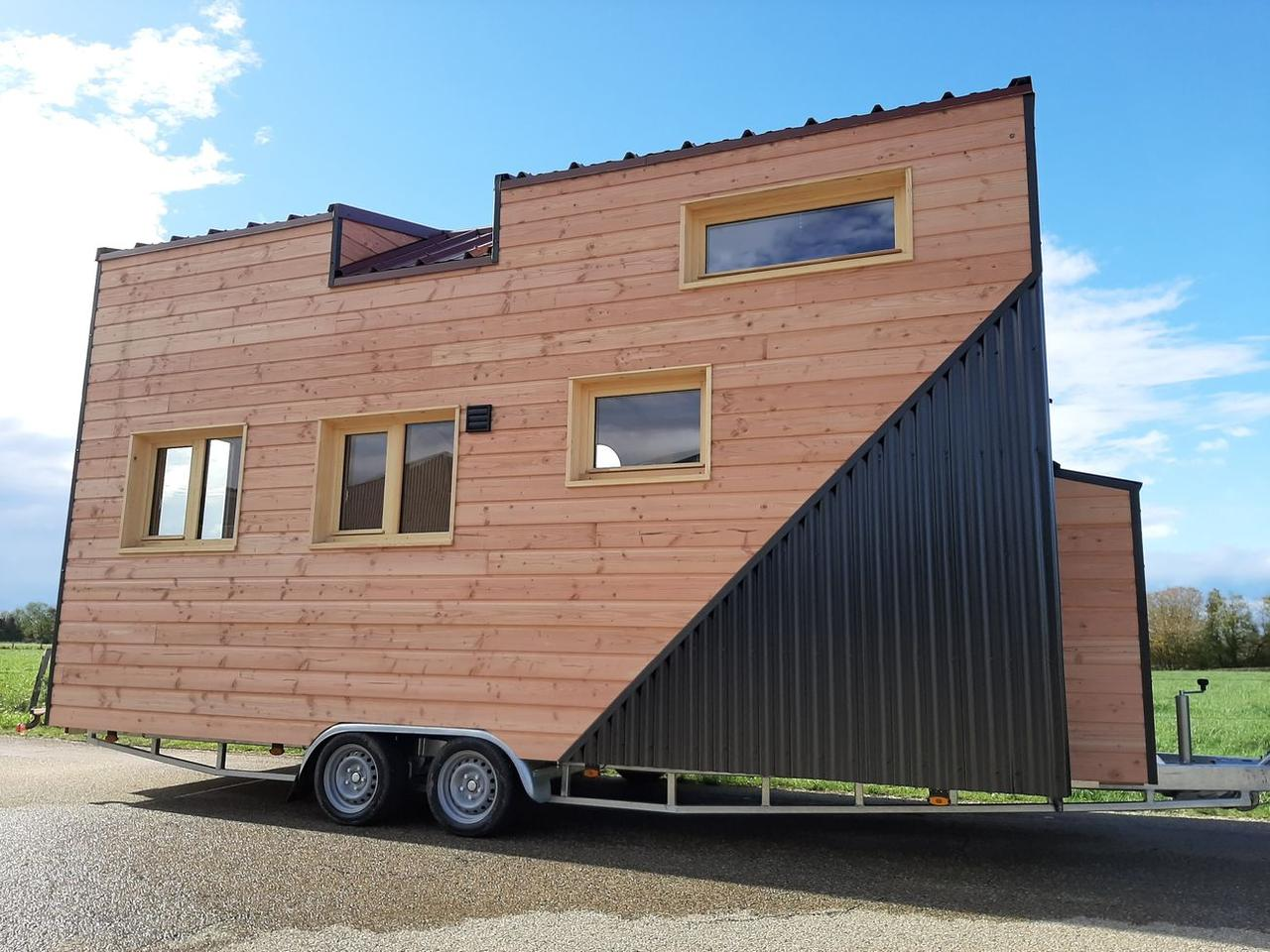 The Sébastien & Géraldine tiny house measures 6 m (19.6 ft) long and 2.55 m (8.33 ft) wide