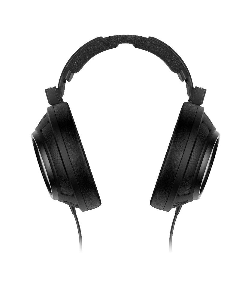 Sennheiser's HD 820 headphonesfeature a metal headband with an inner damping element and microfiber earbads wrapped in synthetic leather for allergy-free comfort